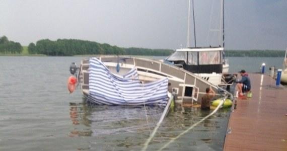 Wichura na jeziorze Mamry na Mazurach. Według naszych informacji, przewróciły się dwie łódki.