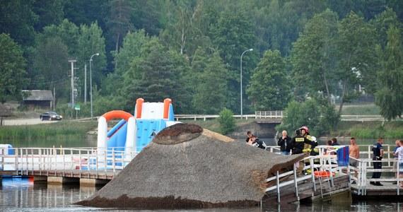 Cztery osoby zostały ranne po zawaleniu się części molo na zalewie w Siemiatyczach w województwie podlaskim.