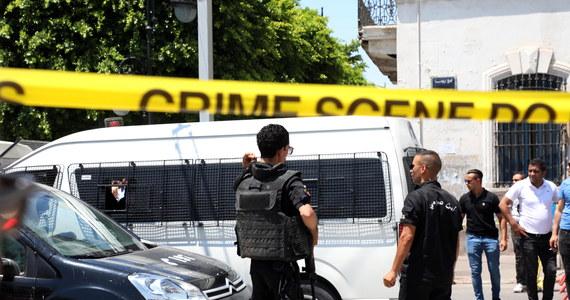 W stolicy Tunezji Tunisie doszło dwóch zamachów terrorystycznych. Zginął policjant, a kilka osób zostało rannych.