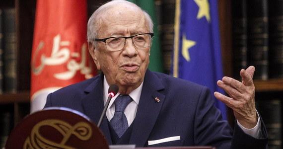Prezydent Tunezji Bedżi Kaid Essebsi, który trafił do szpitala, jest w stanie krytycznym - poinformowały agencje, powołując się na jednego z doradców 92-letniego przywódcy kraju. Essebsi znalazł się w czwartek pod opieką medyczną z powodu poważnego pogorszenia się stanu zdrowia.