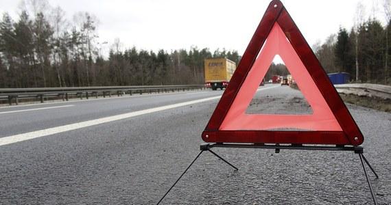 Jak formować korytarz życia dla służb ratunkowych na drodze oraz jak płynnie włączać się do ruchu metodą na tzw. suwak - te zapisy mają się znaleźć w przygotowywanym przez Ministerstwo Infrastruktury nowym kodeksie drogowym.