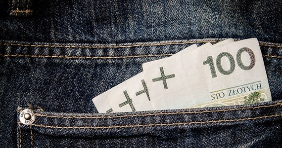Każdy, kto potrzebuje pożyczyć pieniądze z banku, zastanawia się, gdzie są najtańsze kredyty gotówkowe. Nie warto przepłacać, jeśli krótka analiza ofert online pozwoli zaoszczędzić pieniądze. Porównamy dla Was oferty banków i pomożemy w wyborze najtańszego kredytu gotówkowego.