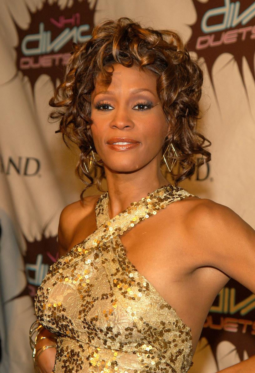 """Jeden z najpopularniejszych producentów muzycznych i DJ-ów na świecie - Kygo - wydał nowy singel """"Higher Love"""", który w przeszłości zaśpiewała sama Whitney Houston."""