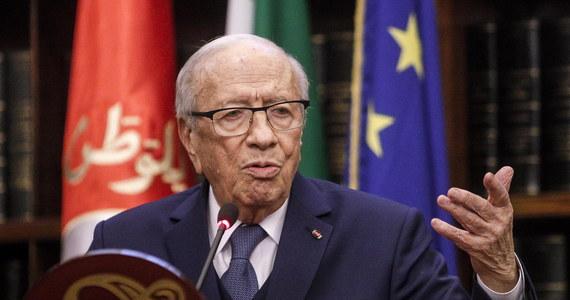 Stan zdrowia prezydenta Tunezji Bedżiego Kaida Essebsiego uległ znacznej poprawie - poinformował rzecznik prasowy szefa państwa. 92-letni Essebsi został przewieziony w czwartek do szpitala wojskowego w Tunisie z powodu poważnego pogorszenia się stanu zdrowia.