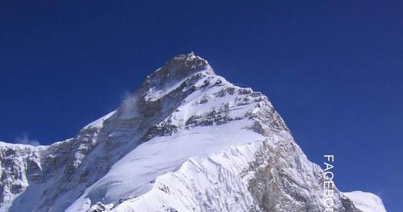 Polscy himalaiści, którzy kilka dni temu zdobyli wierzchołek Nanda Devi East (7434 m n.p.m.) w Indiach w 80. rocznicę pierwszego sukcesu Polaków w Himalajach, zeszli bezpiecznie ze szczytu, a dziś opuścili bazę i rozpoczęli drogę powrotną do Dehli.