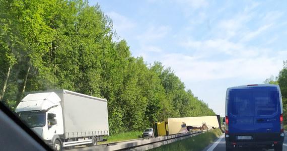 Utrudnienie na S1 odcinek Dąbrowa Górnicza - Mysłowice na wysokości Sosnowca w woj. śląskim. Przewróciła się tam ciężarówka. Jedna osoba jest ranna.