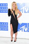 Britney Spears chwali się swoim ciałem i kreacjami [INSTAGRAM]