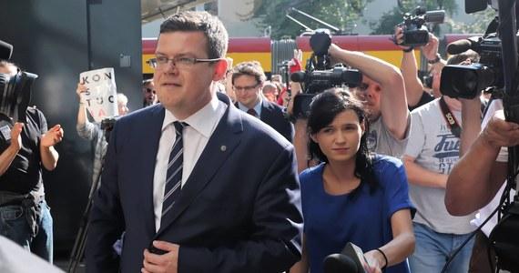 """""""Pytania prof. Zaradkiewicza albo mają wywołać w Polsce chaos prawny na niespotykaną skalę, albo są sposobem na szachowanie unijnego Trybunału Sprawiedliwości"""" - tak o pytaniach, skierowanych do Trybunału Konstytucyjnego przez jednego z sędziów Sądu Najwyższego mówi prezes Stowarzyszenia IUSTITIA Krystian Markiewicz."""