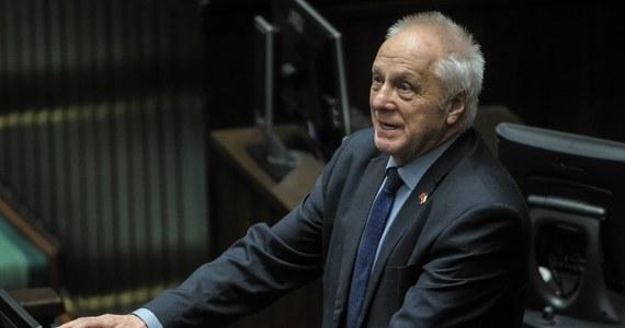 Nie będę już kandydował w wyborach parlamentarnych. Po 30 latach wycofuję się - powiedział PAP Stefan Niesiołowski (PSL-UED). Jego zdaniem PSL powinien też startować wspólnie z PO tylko wtedy, gdy na tych samych listach nie będzie SLD.