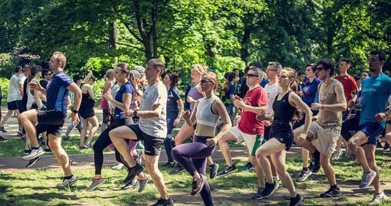 W najbliższą sobotę - 6 lipca, odbędzie się kolejny trening do Kraków Business Run 2019. Zaproszeni są wszyscy, bez względu na zgłoszenie do biegu. Spotkanie zakończone śniadaniem poprowadzi olimpijczyk i trener Grzegorz Sudoł, a towarzyszyć będzie mu fizjoterapeuta z Centrum Rehabilitacji Znowu w Biegu. Na bezpłatne trenowanie na krakowskich Błoniach zaprasza Fundacja Poland Business Run oraz firma AirHelp.