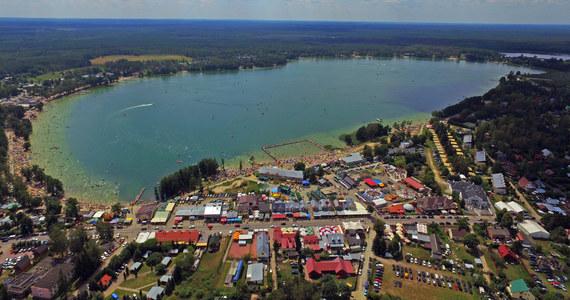 W ten weekend w ramach naszego cyklu Fakty znad wody gościmy na Pojezierzu Łęczyńsko-Włodawskim. Do tej krainy zalicza się 68 jezior tworzących razem powierzchnię 2726 hektarów. Pojezierze Łęczyńsko-Włodawskie nazywane jest często drugimi Mazurami. Zupełnie niesłusznie - jest zupełnie inne.