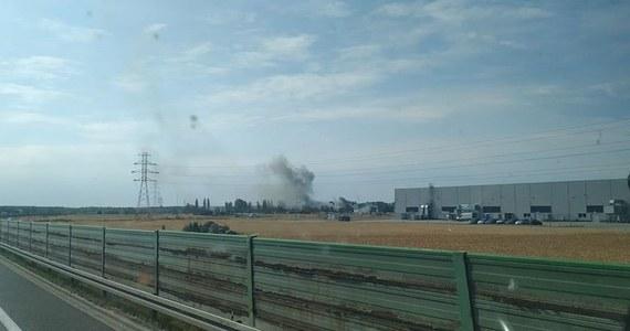 Trwa akcja ratunkowa strażaków na terenie zakładów drobiarskich w Opolu, gdzie wybuchł pożar. Jak informuje oficer dyżurny KW Państwowej Straży Pożarnej, nikt nie odniósł obrażeń.