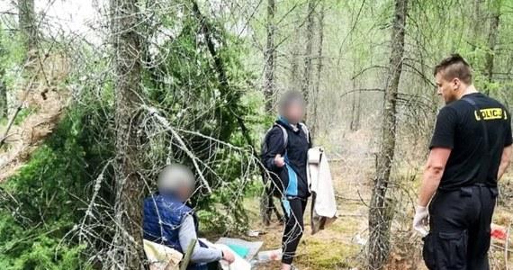 Sąd zdecydował o tymczasowym areszcie dla dwóch kobiet - lokatorek zielonogórskiego mieszkania, w którym w środę wybuchł gaz. Wczoraj matka i córka zostały zatrzymane w lesie, gdzie koczowały w prowizorycznym szałasie - informuje reporter RMF FM Mateusz Czmiel.