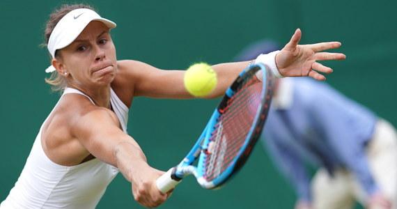 Magda Linette przegrała z rozstawioną z numerem szóstym Czeszką Petrą Kvitovą 3:6, 2:6 w trzeciej rundzie tenisowego wielkoszlemowego Wimbledonu.