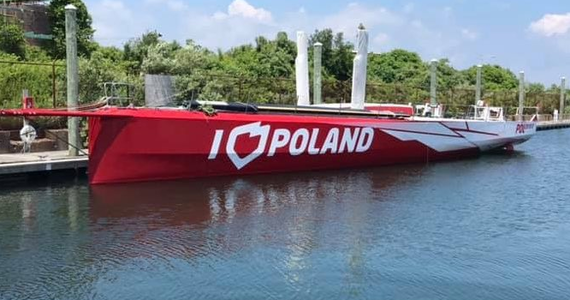 """Jacht """"I love Poland"""" ponownie na wodzie. Jednostka została zwodowana w marinie na Rhode Island - informuje korespondent RMF FM Paweł Żuchowski."""