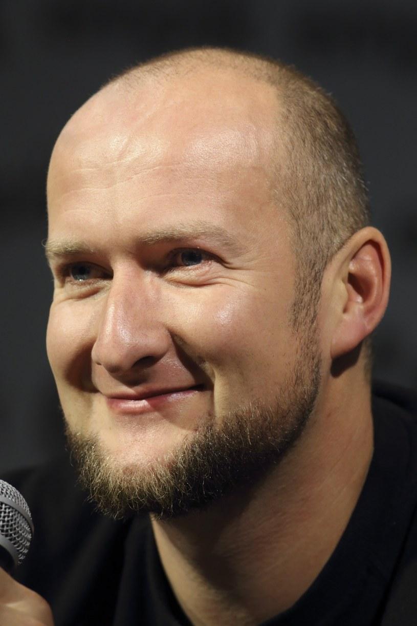 """Wytwórnia MaxFlo pochwaliła się, że klip """"Na szczycie"""" GrubSona jako pierwszy rapowy klip w Polsce przekroczył próg 100 mln odsłon."""