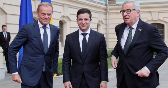 Przywódcy UE zapewnili Kijów, że sankcje wobec Rosji za aneksję Krymu i wspieranie separatystycznych bojowników w Donbasie zostaną utrzymane – oświadczył w poniedziałek prezydent Ukrainy Wołodymyr Zełenski po zakończeniu szczytu Ukraina-UE.