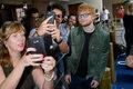 """Ed Sheeran, Bruno Mars i Chris Stapleton razem. Zobacz rockowy teledysk """"Blow"""""""