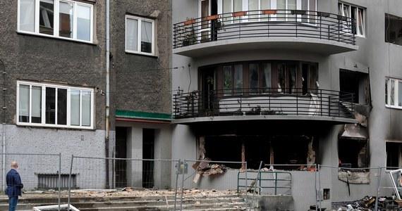 Dziś odbyła się zwłok trzech ofiar wybuchu gazu w kamienicy w Bytomiu. W sobotę zginęła tam 39-letnia kobieta i dwie jej kilkuletnie córki. Dziś także część lokatorów ma wrócić do swoich mieszkań.