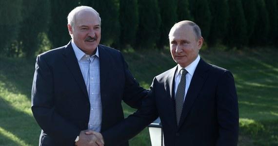 Białoruś nie wejdzie w skład Rosji, nie ma takiej potrzeby. Trzeba krok po kroku realizować umowę o państwie związkowym - powiedział w Mińsku białoruski prezydent Alaksandr Łukaszenka.