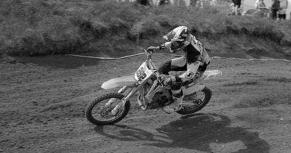 Motocrossowy mistrz Polski w klasie MX Open Łukasz Lonka nie żyje. Sportowiec miał groźny wypadek podczas zawodów East Motocross Cup 2019. Odszedł w wieku 29 lat.