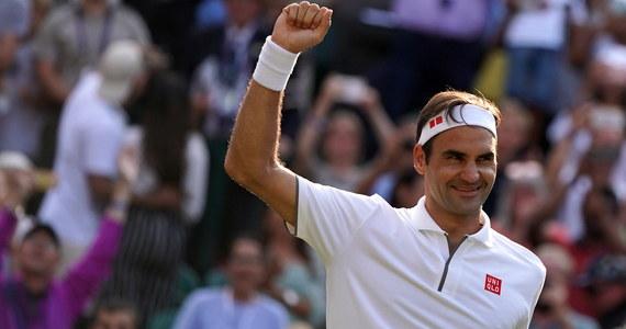 Szwajcar Roger Federer po zwycięstwie nad Japończykiem Kei Nishikorim 4:6, 6:1, 6:4, 6:4 awansował do półfinału wielkoszlemowego Wimbledonu. To jego setny wygrany mecz w tej imprezie. Kolejnym rywalem będzie inny słynny tenisista - Hiszpan Rafael Nadal.