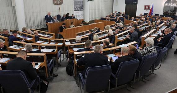 Ustawa wprowadzająca tzw. zerowy PIT dla osób do 26. roku życia wraca do komisji. Podczas środowego posiedzenia Senatu Jan Rulewski zgłosił poprawkę m.in. wydłużającą okres ulgi do 30. roku życia, ale z wyłączeniem osób kształcących się na kierunkach społecznych.