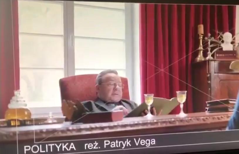 """""""Afera SKOKI WOŁOMIN!"""" - tak Patryk Vega zatytułował kolejny opublikowany fragment swojego najnowszego filmu """"Polityka""""."""