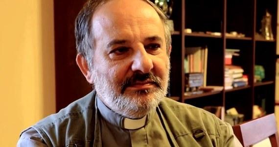 """""""Warto byłoby mówić o bohaterach wspólnych, których mają Polacy z Ukraińcami. Wówczas można byłoby dojść do porozumienia"""" - mówi w rozmowie z RMF FM ksiądz Tadeusz Isakowicz Zaleski, w rocznicę """"krwawej niedzieli"""", która była kulminacją tzw. rzezi wołyńskiej. Zdaniem duchownego, """"wciąż nie ma zgody w sprawie prawdy, a brak zgody to pożywka na przykład dla propagandy rosyjskiej"""". 76 lat temu UPA dokonała skoordynowanego ataku na polskich mieszkańców na Wołyniu.  W ok. 100 miejscowościach doszło do największej fali mordów na Polakach."""