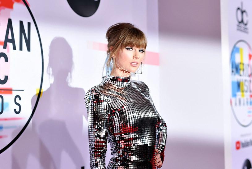 """Taylor Swift tuż przed wydaniem kolejnego albumu ma dodatkowe powody do świętowania. Gwiazda znalazła się na szczycie listy najlepiej zarabiających gwiazd według magazynu """"Forbes""""."""