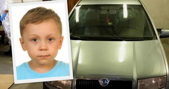 Policja w Grodzisku Mazowieckim poszukuje 5-letniego Dawida Żukowskiego. Wczoraj chłopca zabrał ojciec i odjechał w nieznanym kierunku. Funkcjonariusze po kilku godzinach dostali informację, że ojciec dziecka nie żyje. Nie wiadomo, gdzie jest 5-latek. Tłem tej historii może być konflikt rodzinny.