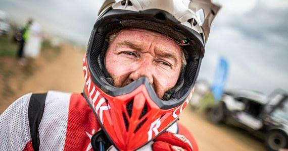 Piąty dzień na Silk Way Rally przyniósł bardzo podobny scenariusz do poprzedniego etapu. Część motocyklistów i quadowców znów umykała przed wyprzedzającymi je ciężarówkami. W rywalizacji quadów Aleksander Maksimow odważnie ruszył do przodu, ale Rafał Sonik wytrzymał presję i utrzymując równe, mocne tempo wygrał kolejny odcinek specjalny.
