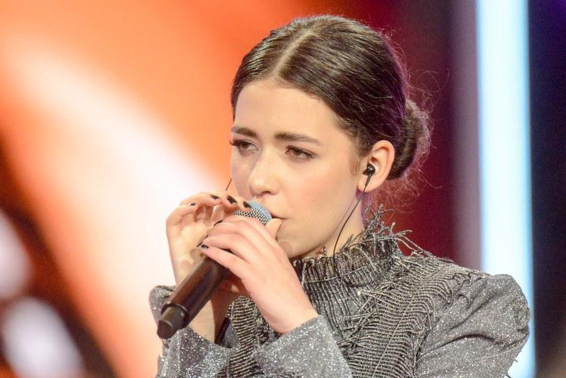 """Znana z """"The Voice Kids"""" i """"The Voice of Poland"""" Natalia Zastępa wciąż szuka swojej muzycznej drogi. Jej kolejną próby odnalezienia własnego stylu możemy usłyszeć w singlu """"Nie żałuję"""", o którym wokalistka opowiedziała w rozmowie z Interią."""