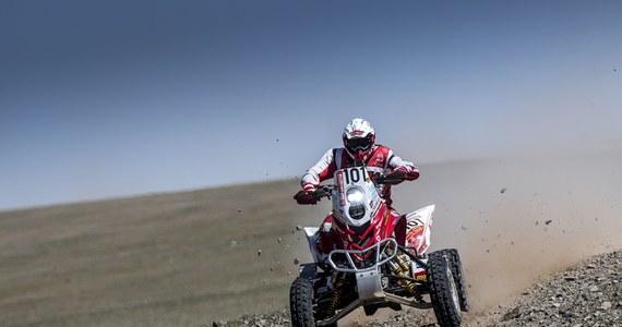 Piąty etap z rzędu i czwarty na terenie Mongolii padł łupem Rafała Sonika. Krakowianin wygrał wszystkie oesy Silk Way Rally w kraju Czyngis-chana i w sobotę wjedzie do Chin jako zdecydowany lider w stawce quadów. Arkadiusz Lindner wrócił do rywalizacji po jednym dniu przymusowej przerwy i zameldował się na mecie z drugim czasem.