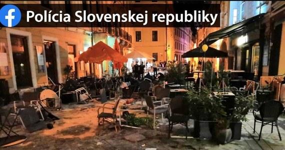 Trzech polskich pseudokibiców, którzy uczestniczyli w środowej bójce w centrum Bratysławy - odpowie za swoje czyny przed słowackim sądem. Zarzuty usłyszała też czwórka Holendrów. W środę wieczorem chuligani związani z Cracovia, Ajaksem Amsterdam i Lewskim Sofia, podróżujący na mecze 1. rundy kwalifikacji piłkarskiej Ligi Europy, stoczyli masową bójkę w centrum Bratysławy.