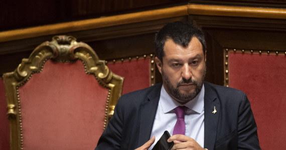 Kapitan statku niemieckiej organizacji Sea Watch 3 Carola Rackete, przeciwko której toczy się dochodzenie w związku z przywiezieniem do Włoch nielegalnych imigrantów, złożyła w piątek pozew przeciw włoskiemu wicepremierowi i szefowi MSW Matteo Salviniemu.