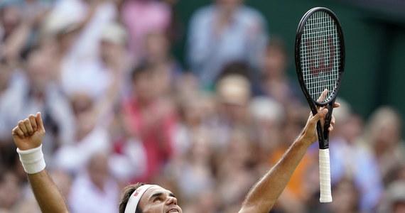 """Rozstawiony z """"dwójką"""" Roger Federer pokonał Hiszpana Rafaela Nadala (3.) 7:6 (7-3), 1:6, 6:3, 6:4 i po raz 12. awansował do finału wielkoszlemowego Wimbledonu. Szwajcarski tenisista, który o tytuł zagra z Serbem Novakiem Djokovicem (1.), osiem razy wygrał ten turniej."""