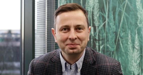 """""""Walczymy o dobry wynik, o pozycję, która daje możliwość stworzenia silnego klubu: 30-40 osobowego. Walczymy o 8-10 procent. To jest możliwe, bo wiem, ile osób dzisiaj już mówi o potrzebie normalności, potrzebie akceptacji programów społecznych"""" – powiedział w rozmowie z Patrykiem Michalskim szef Polskiego Stronnictwa Ludowego Władysław Kosiniak-Kamysz."""