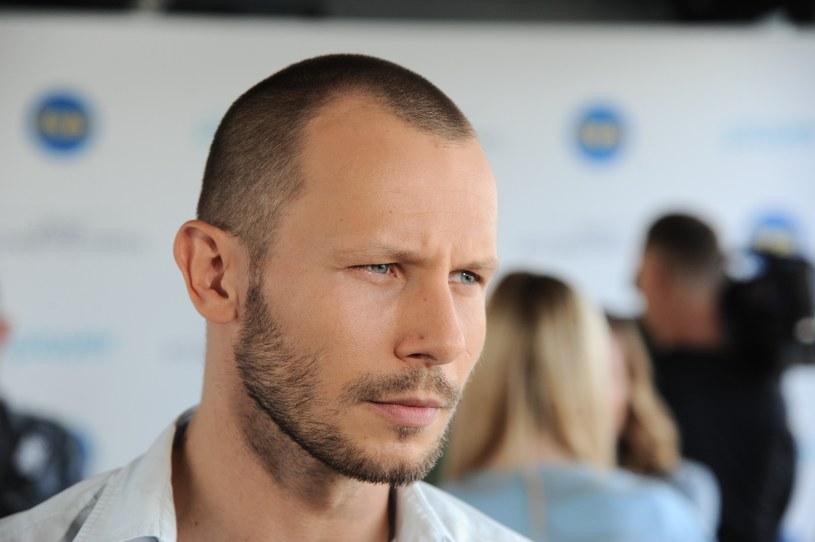"""""""Furioza"""" ma być pierwszym polskim filmem o świecie kiboli i chuliganów. Zdaniem Mateusza Banasiuka jest to spektakularne kino, które ma szanse zachwycić polskich widzów. Podkreśla, że praca na planie jest wymagająca i angażująca, rola lekarza związanego ze środowiskiem ultrasów jest jednak spełnieniem jego aktorskich marzeń."""