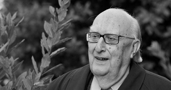 W Rzymie zmarł w wieku 93 lat Andrea Camilleri, autor powieści kryminalnych o komisarzu Salvo Montalbano. Karierę literacką zrobił mając 70 lat. Na świecie sprzedano ponad 30 mln egzemplarzy jego książek.