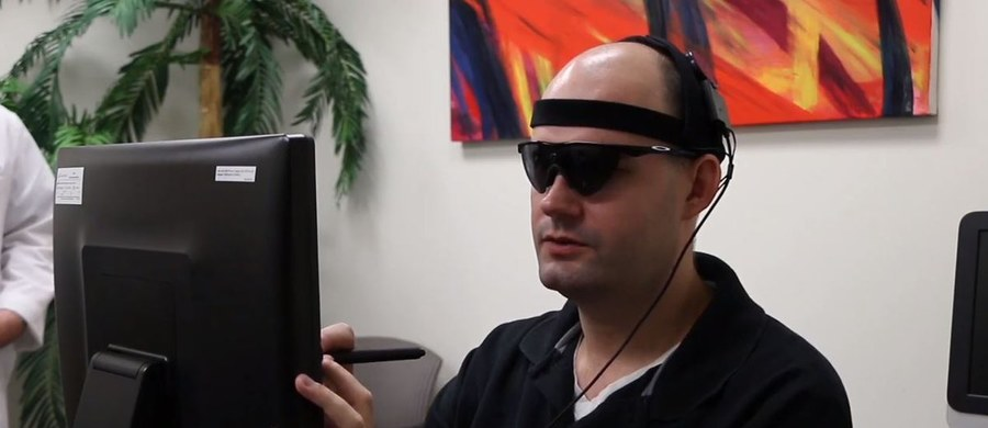 Naukowcy częściowo przywrócili wzrok sześciu niewidomym osobom za pomocą implantu, który przekazuje obrazy wideo do mózgu.