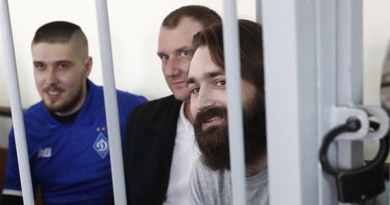 Sąd w Moskwie przedłużył w środę o kolejne trzy miesiące areszt wszystkim 24 marynarzom ukraińskim, którzy w listopadzie zeszłego roku zatrzymani zostali w rejonie Cieśniny Kerczeńskiej na przejętych przez Rosję okrętach wojennych.