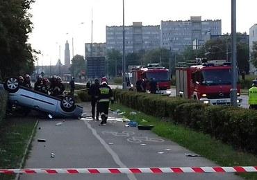 Wrocław: Auto wypadło z drogi i dachowało na ścieżce rowerowej
