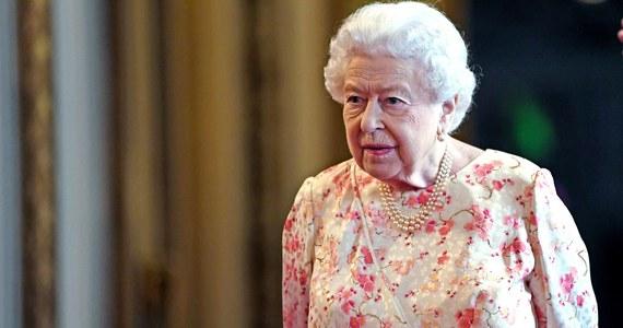 Grupa konserwatywnych posłów Izby Gmin planuje interwencję w Pałacu Buckingham w przypadku gdyby rząd zignorował wolę parlamentu odnośnie brexitu. Następcę premier Theresy May poznamy już w przyszłym tygodniu. Przyszłym premierem Wielkiej Brytania prawdopodobnie zostanie były burmistrz Londynu Boris Johnson. Media i konstytucjonaliści zastanawiają się, jaką role do odegrania miałaby monarchini.