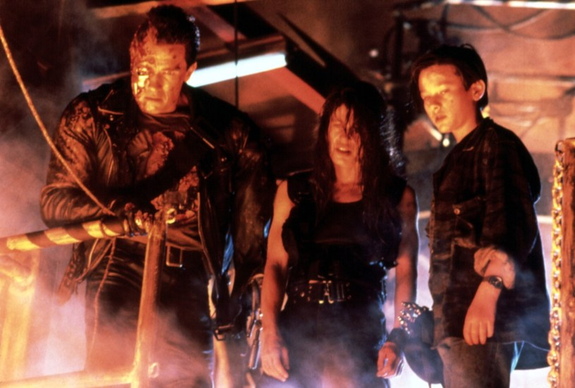 """James Cameron, twórca dwóch pierwszy """"Terminatorów"""", zapowiada, że najnowsza odsłona serii - """"Terminator: Mroczne przeznaczenie"""" - jest pierwszą pełnoprawną kontynuacją rozpoczętej przez niego historii. Nawiązań do kultowych filmów będzie więcej. W roli Johna Connora powróci Edward Furlong, który wcielił się w tę postać w filmie """"Terminator 2: Dzień sądu""""."""
