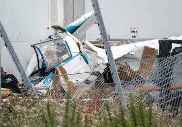 Samolot uderzył w market budowlany, trzy osoby zginęły