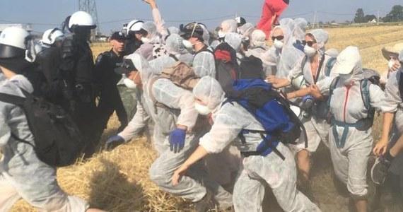 88 osób, uczestników akcji protestacyjnej ws. ekspansji odkrywek węgla brunatnego wylegitymowała policja w Kryszkowicach w Wielkopolsce. Zgromadzenie w tej samej sprawie zorganizowano w sobotę także w Kleczewie.