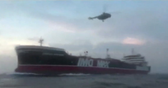 """Szef irańskich regionalnych władz portowych Allahmorad Afifipur powiedział w niedzielę w państwowej TV, że cała 23-osobowa załoga przejętego w piątek tankowca Stena Impero jest """"bezpieczna i w dobrym zdrowiu""""."""