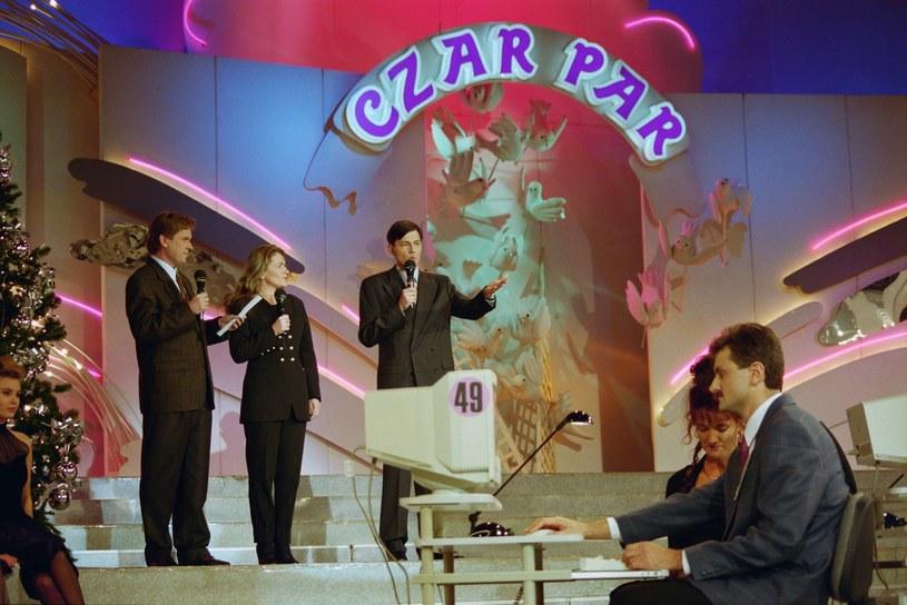 """Po 23 latach przerwy na antenę TVP powraca """"Czar par"""". Ostatni odcinek kultowego programu został wyemitowany w styczniu 1996 roku. """"Czar par"""" w nowej odsłonie powróci tej jesieni. Castingi już wystartowały!"""