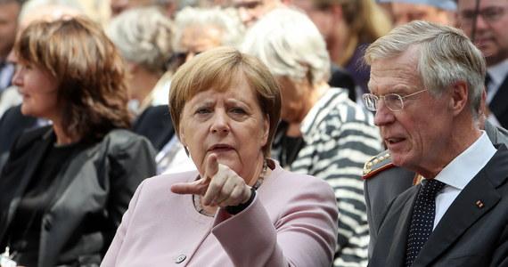 Kanclerz Niemiec Angela Merkel dla 55,7 proc. badanych jest najbardziej wpływowym przywódcą państwa na forum Unii Europejskiej - wynika z sondażu IBRiS dla Interii. Na drugim miejscu znalazł się premier Mateusz Morawiecki - 21,4 proc., a na trzecim francuski prezydent Emmanuel Macron - 7,1 proc.